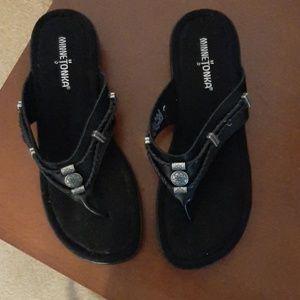 Black toe thong sandals